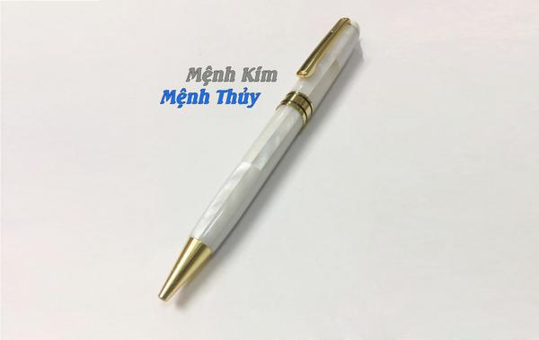 Bút Khảm ngọc trai trắng mệnh Thủy, Kim